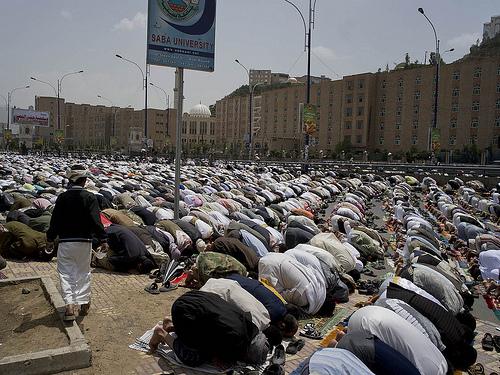 Prière à l'université de Saba, Yemen