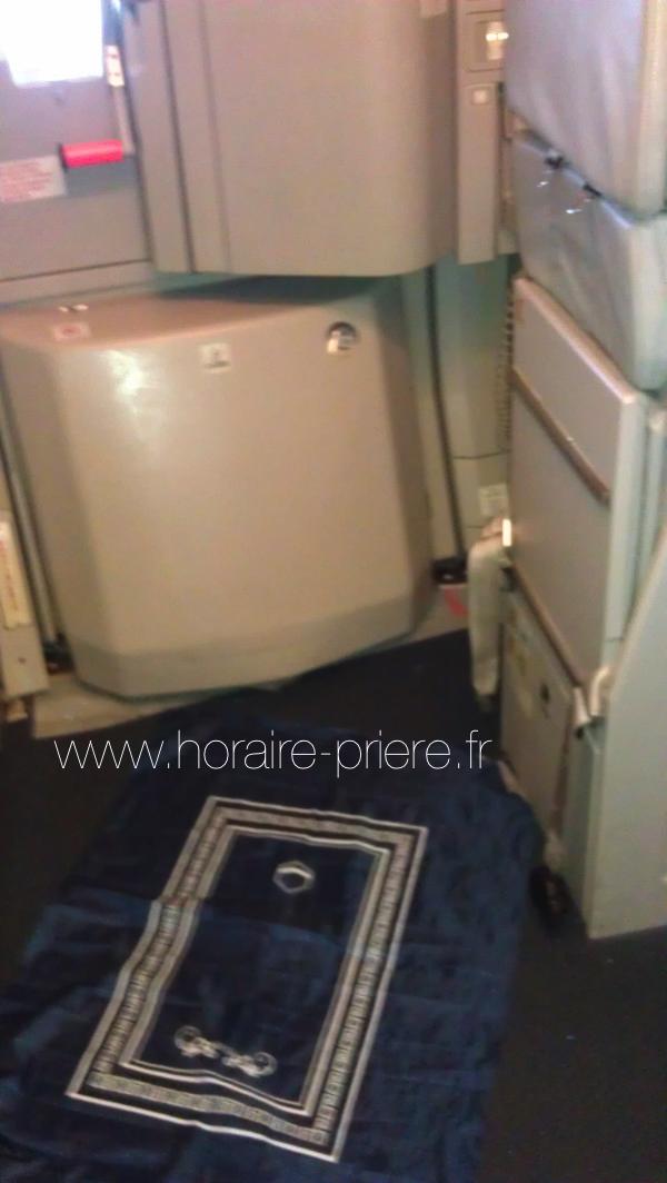 Prière dans un avion Paris-Tunis