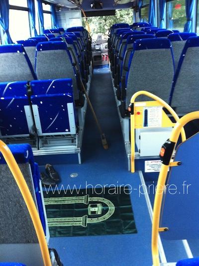 Prière dans un bus, France