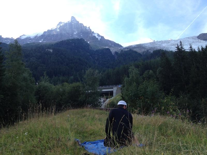 Prière près du Mont Blanc, entre la France et l'Italie