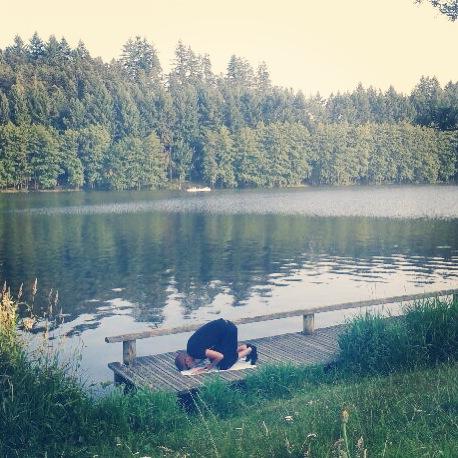 Prière au bord du lac des Sapins, France