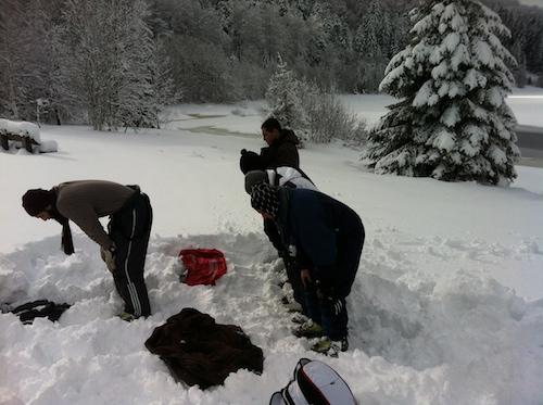 priere au bord d'un lac au ski 2