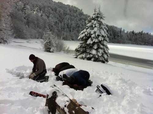priere au bord d'un lac au ski 3