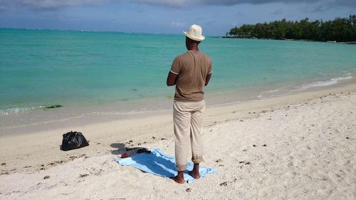 prier sur la plage