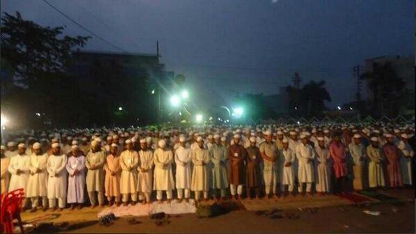Prière en groupe au Bangladesh