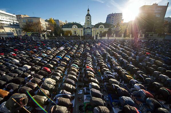 Prière de l'Aid à Moscou