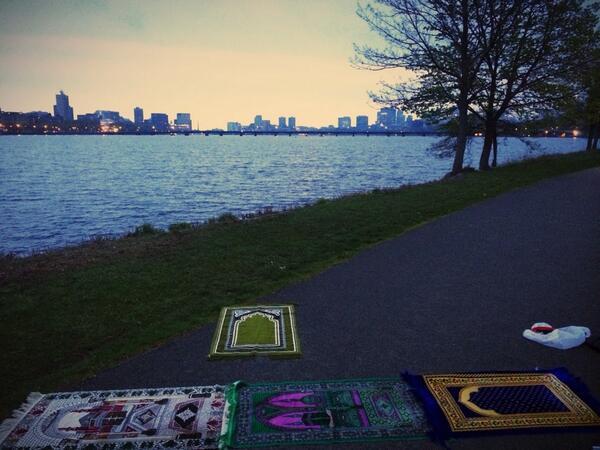 Salat al-Fajr au bord de la rivière Charles, aux Etats-Unis