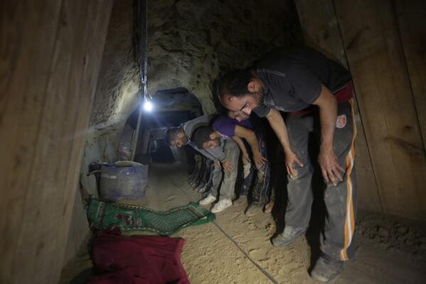 Dans un tunnel sous terrain en Palestine