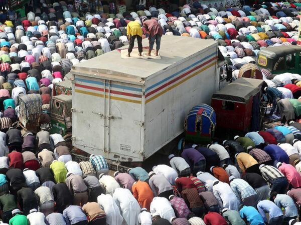 Pendant le festival de Bishwa, au Bangladesh