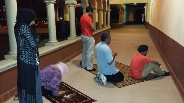 Pause prière sur la route