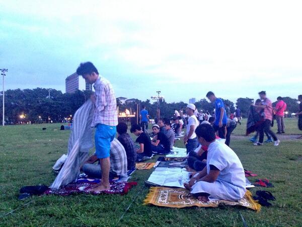 Des musulmans se préparent pour la prière d'Al-aid al-Adha