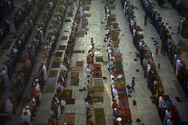 Prière de l'Aid à l'extérieur de la mosquée al-Aqsa, Palestine