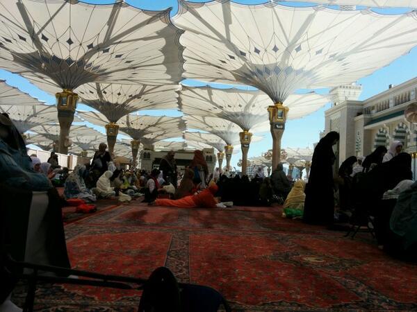A la mosquée du Prophète, Médine