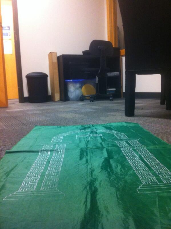 Salat al-Maghrib dans un bureau, dans l'état de Tennessee, USA