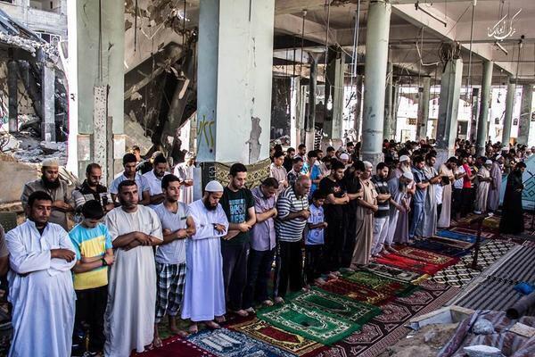 Dans une mosquée bombardée à Gaza