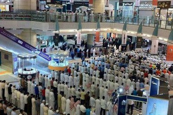 Prière dans un centre commercial en Arabie saoudite