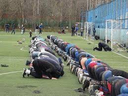 Prière dans un stade