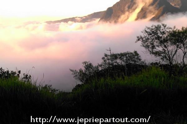 Au dessus des nuages, à La Réunion
