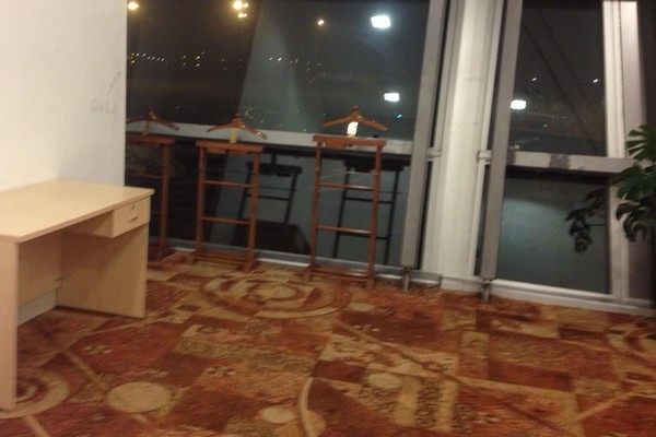 Dans la salle de prière des femmes à l'aéroport de Delhi