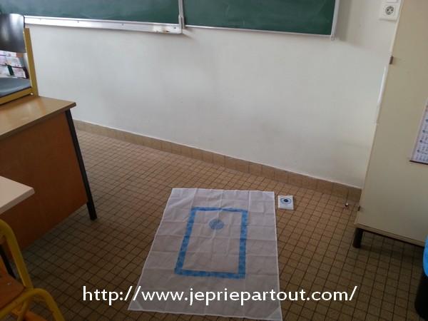 prière dans une salle de classe