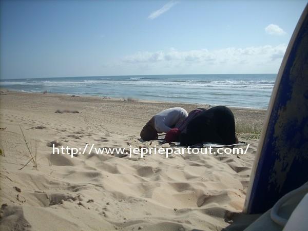 prière plage sable