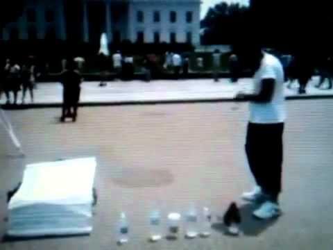 Devant la Maison blanche / in front of White House